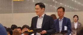 삼성물산 달려간 <!HS>이재용<!HE>, 직원들과 점심 '식판회동'