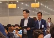 삼성물산 달려간 이재용, 직원들과 점심 '식판회동'