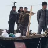 국방부, 목선 입항 당일 대책회의 시인…증폭되는 17일 브리핑 의혹
