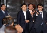 """'잇단 구설' 황교안…""""취재진 백브리핑 줄인다"""""""
