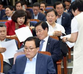 나경원의 국회정상화 합의, 한국당 의원들이 2시간 만에 뒤엎었다