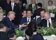 [서소문사진관]푸틴 떨고 있나? G20 만찬장에서 텀블러로 건배