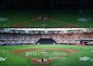 양키스-보스턴, 역사적 유럽 첫 경기서 기념비적 난타전
