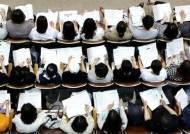 13년째 남학생보다 대학 많이 가는 한국 여학생...고용률은 50%