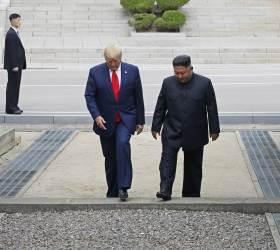 """北 """"<!HS>트럼프<!HE>·<!HS>김정은<!HE><!HS>,<!HE> <!HS>판문점<!HE>서 역사적 상봉""""…남북미 정상 만남은 빠져"""
