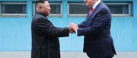 """<!HS>김정은<!HE> 친서 속 다급함 읽었다···'DMZ 회동' <!HS>트럼프<!HE>가 한수 위"""