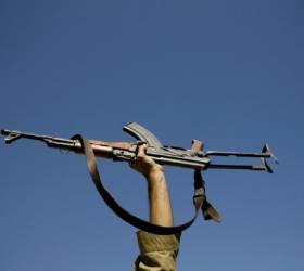 <!HS>빈<!HE><!HS>라덴<!HE> 옆에도 있던 총···생닭 한마리 값 AK-47의 비밀