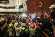 [사진] 홍콩 반환 22주년, 시위대 입법회 의사당 점거