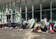 홍콩 초유의 입법회 점거 시위, 현장엔 '한국도 지지' 대자보
