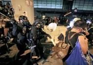 중국 정부, 홍콩 시위대에 경고…육·해·공 주둔군 연합훈련