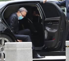 <!HS>이명박<!HE>, 폐렴 치료 마치고 항소심 재판 출석