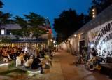 '치확행'의 도시 □□는 한여름 밤에 굽고 찌고 튀긴다