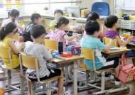 '이틀째 도시락 들고 달려온 학부모'…급식중단 현장 가보니