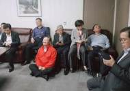 """'채이배 감금' 한국당 의원들 """"수사권조정때 보자"""" 경찰 협박"""