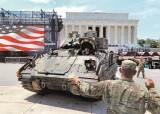 미 독립기념일 탱크·전투기 퍼레이드…트럼프의 쇼쇼쇼