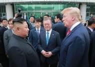 '판문점 회담' 영향, 文지지율 49%…민주·한국 격차 '더블스코어'