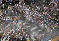 [서소문사진관]10만 몰린 신촌 물총싸움, 그 힘은 '가성비'