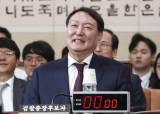 """[포토사오정] """"총장 시켜준다고 그러던가"""" 물음에 웃다  질타 당한 윤석열 검찰총장 후보자"""