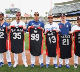 <!HS>류현진<!HE>, MLB 올스타전 유니폼 들고 기념사진 찰칵