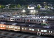 부산지하철 노조 무기한 파업 돌입…전동차 운행 차질
