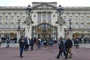 英 여왕 거주 버킹엄궁 담 넘은 20대 남성 '쇠고랑'