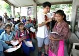 [서소문사진관] '<!HS>네팔<!HE>에 희망을', <!HS>네팔<!HE> 청소년 돕는 한국 청소년들