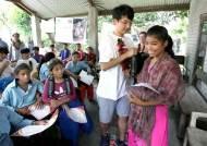 [서소문사진관] '네팔에 희망을', 네팔 청소년 돕는 한국 청소년들