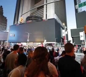 [<!HS>서소문사진관<!HE>] 대규모 정전으로 암흑된 뉴욕<!HS>,<!HE> 타임스퀘어 광고판도 꺼져