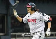 LG 이형종 솔로 홈런…2년 연속 두 자릿수 홈런