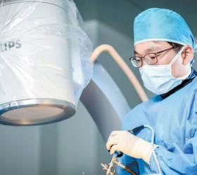 [<!HS>건강한<!HE> 가족] 나사못 안 박는 <!HS>척추<!HE> 내시경 치료, 목·허리 통증 확 줄이죠