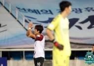 원샷원킬·공격포인트 10개...만 34세에 더 강해진 박주영
