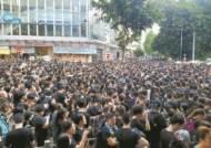 """피로 물든 홍콩 시위…""""송환법 죽었다""""에도 멈추지 않는 이유"""