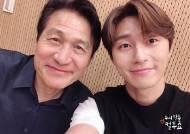 '사자' 안성기X박서준, 미소가 닮은 두 배우의 '컬투쇼' 인증샷