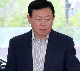 신동빈 <!HS>일본<!HE> 출장 돌아오자마자 '마라톤 사장단회의'
