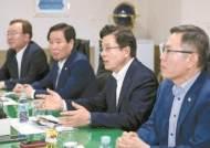 """[최상연 논설위원이 간다] """"내년 총선 무조건 이긴다는 경제결정론에 빠져 있다"""""""