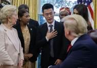 """탈북자 만난 트럼프 """"北에 종교 자유 문제 제기하겠다"""""""