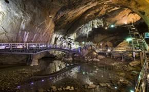 폭염에도 15도 넘지 않는 '천연 에어컨 동굴' 어디?