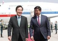 """[서소문사진관]""""순방 귀국길에 일본 들르나"""" 질문에, 李총리 """"설마요"""""""