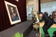 """황교안 """"이승만 폄훼 부끄럽다"""" 추모식서 물벼락 소동"""