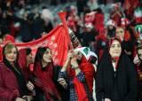"""이란 축구 확 달라졌네... """"경기장 여성 입장 허용"""""""
