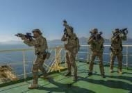 한국 화물선, 싱가포르 해상서 해적에 피습…선원 2명 부상