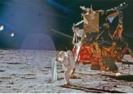 """[채인택의 글로벌 줌업] 아폴로 신드롬 일으킨 문워킹…""""인류에겐 큰 도약이었다"""""""