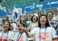 광주 찾은 김정숙 여사, 세계수영선수권대회 열띤 응원