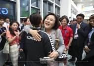 """메달 놓친 김서영 안아준 김정숙 여사 """"수고했어요"""""""