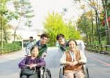 [시선집중] '홀몸노인 돌봄사업''사랑의 손길펴기회'…소외계층 위한 사회공헌활동 앞장