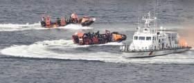 [<!HS>서소문사진관<!HE>]'쇠꼬챙이 달고 저항해도 완전 제압' 불법외국어선 단속 경연대회 실시