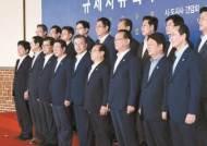 """'거북선 횟집' 찾은 문 대통령 """"일본 보복, 외교로 해결"""""""