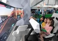 발 길 끊이지 않는 ICT체험관···VR 하이다이빙 체험 인기