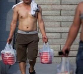 입으면 문명인, 벗으면 원시인?…여름마다 뜨거운 中 '베이징 비키니' <!HS>논쟁<!HE>