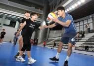 프로배구 현대캐피탈, 충남 초등학교 배구팀 초청 훈련